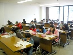 JAPEC児童英検のリスニングテストの風景